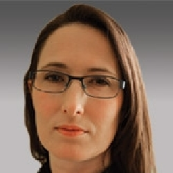 Larisa Thomas headshot