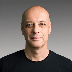 Paulo Rosado headshot