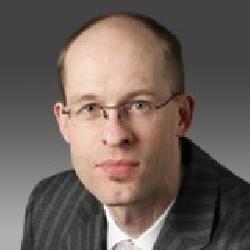 Nils Puhlmann headshot